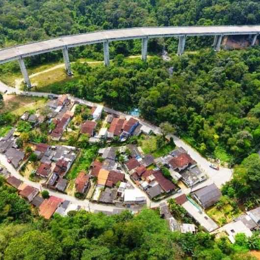 Prefeitura de Caraguatatuba inicia processo de regularização no bairro Cantagalo