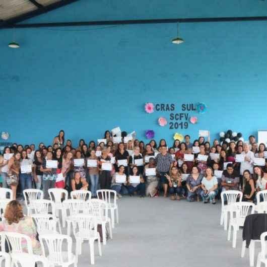 Prefeitura de Caraguatatuba realiza certificações das oficinas do Serviço de Fortalecimento de Vínculos do segundo semestre