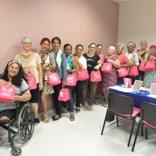 Pacientes da oncologia de Caraguatatuba ganham curso de automaquiagem no Pró-Mulher
