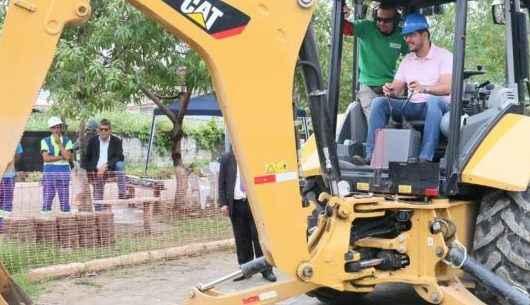 Prefeito de Caraguatatuba acompanha início das obras do Sistema de Esgotamento do Jardim Califórnia
