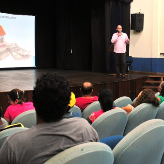 Procon promove palestra aos alunos da EJA sobre boas práticas de uso do dinheiro e planejamento do futuro