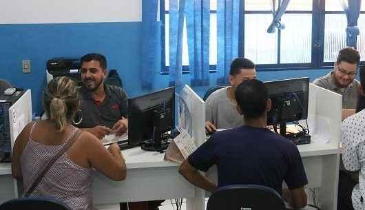 PAT Caraguatatuba seleciona candidatos para vagas em farmácia e supermercado