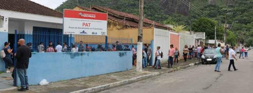 Mais de 500 pessoas comparecem ao PAT para concorrer a vagas em redes de farmácias e supermercados
