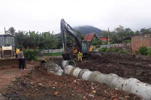 Prefeitura instala tubos de drenagem para prevenir enchentes no Loteamento Vila Ricardo