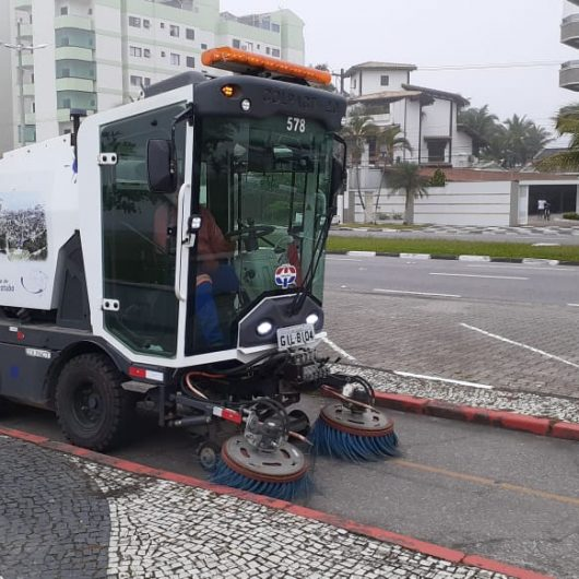 Prefeitura reforça serviços de limpeza e roçada em bairros de Caraguatatuba
