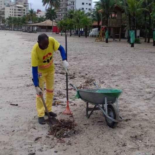 Trabalho de limpeza em praias e trilhas é intensificado em Caraguatatuba