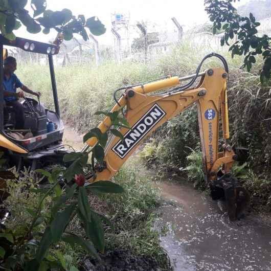 Sesep realiza limpeza e desassoreamento no Rio da Paca