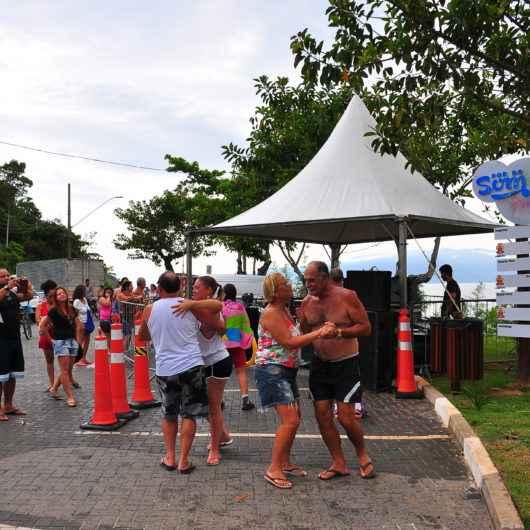 3ª edição do Projeto Por do Som começa nesta sexta (27) na Praia do Camaroeiro