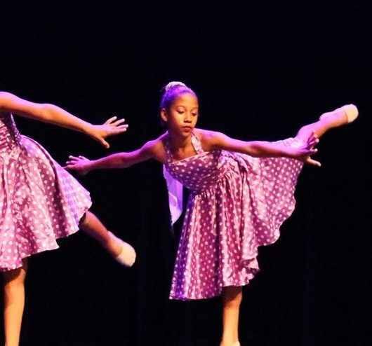 Estrelas que dançam: atletas brilham em festival de ginástica rítmica de Caraguatatuba