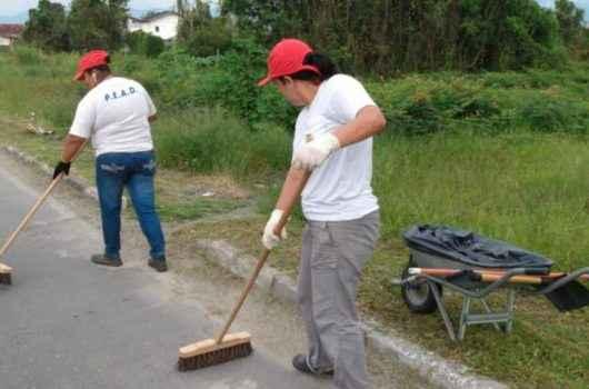 PEAD realiza serviço de limpeza na região central da cidade