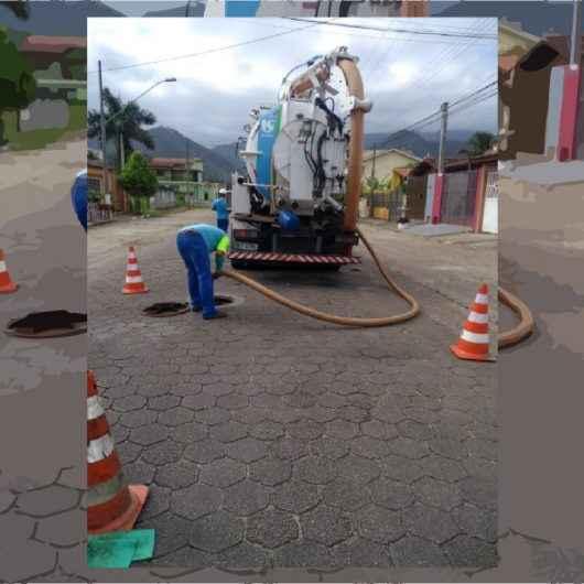 Sabesp executa manutenções preventivas em redes de esgotos em Caraguatatuba