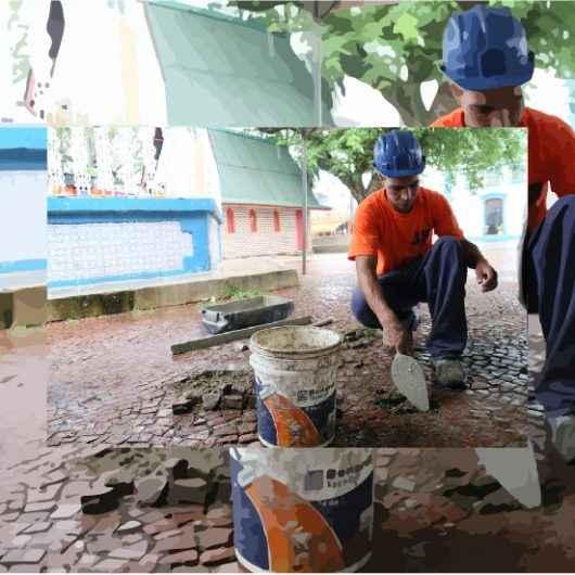 Prefeitura realiza manutenção de pedras portuguesas em praças, calçadão e orla da praia
