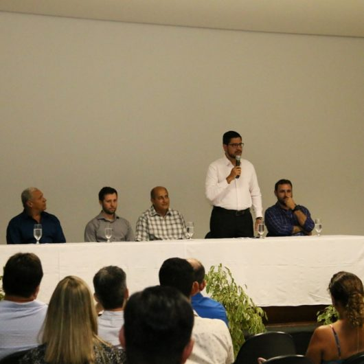 Prefeito e empresários locais participam da posse da nova diretoria da Associação Comercial