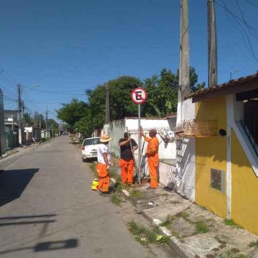 Prefeitura de Caraguatatuba reforça sinalização de trânsito em vários bairros