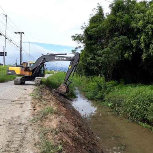 Limpeza de Rio Gracuí previne enchentes nos bairros Jardim do Sol, Jardim Mariella e Massaguaçu