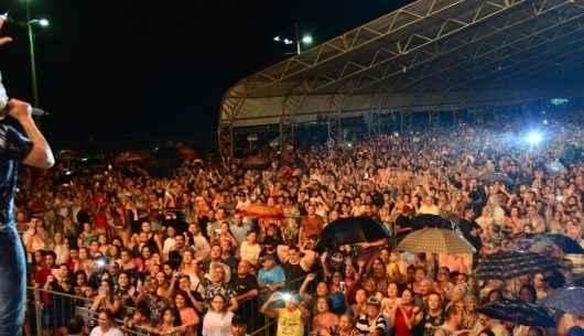 Caraguatatuba Summer Festival: Michel Teló agita público de 30 mil pessoas