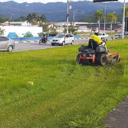 Prefeitura realiza limpeza e roçada de Norte a Sul da cidade