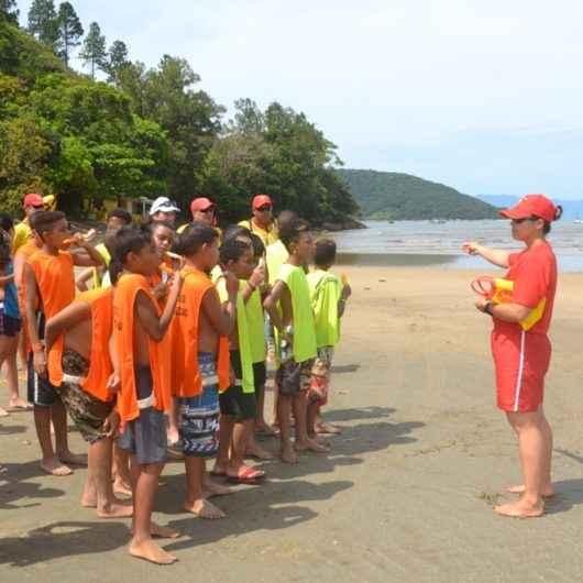 """3º Edição do """"Agita Férias na Praia"""" traz estudantes de Jacareí para Caraguatatuba"""