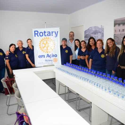 Banco de Leite Humano de Caraguatatuba recebe doação de 160 frascos do Rotary Caraguatatuba