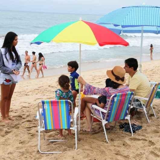 Ação de limpeza de praia recolhe cerca de 750 itens de lixo