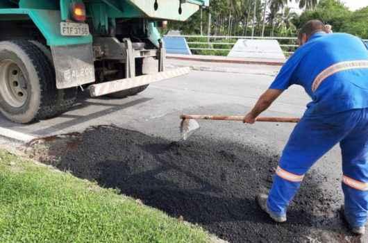Prefeitura inicia Operação Tapa-buracos em diversos bairros de Caraguatatuba