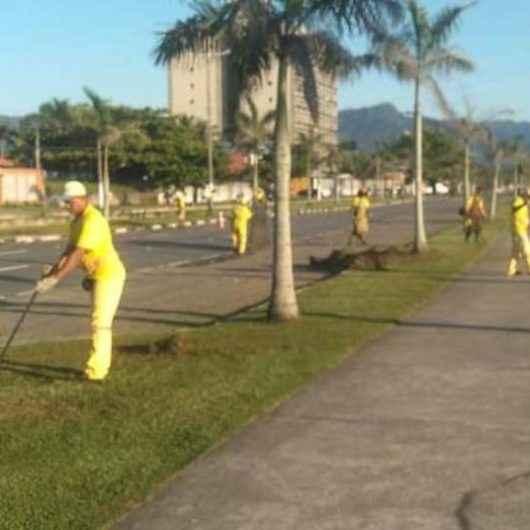 Prefeitura de Caraguatatuba realiza serviços de roçada em vários bairros