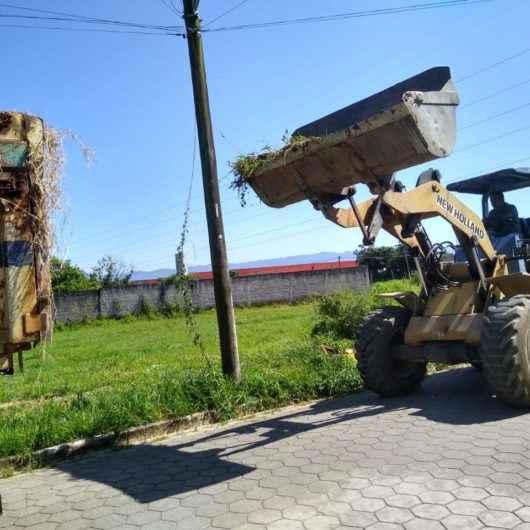 Operação Bota-Fora recolhe mais de 25 caminhões de resíduos nos bairros Travessão, Perequê-Mirim e Barranco Alto