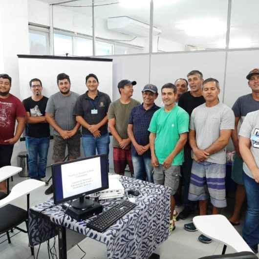 Prefeitura orienta maricultores sobre legislações em passeios à Fazenda de Mexilhão