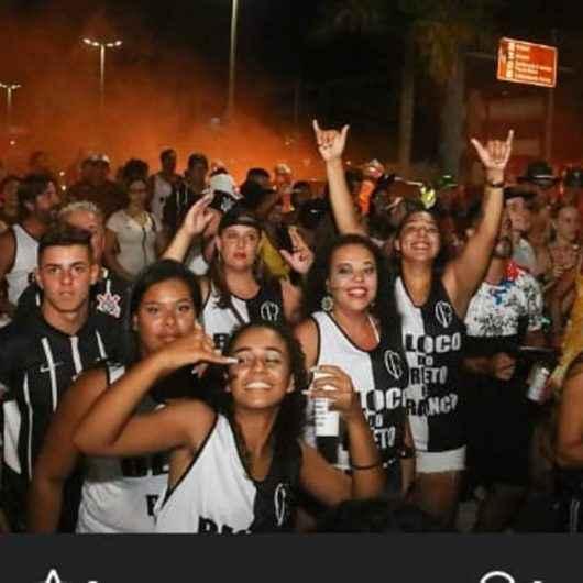 """Bloco Corintiano """"Do Preto e Branco"""" invade as ruas de Caraguatatuba no Carnaval 2020"""