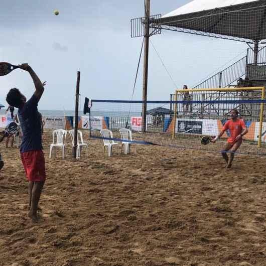 Cerca 70 atletas participam do Torneio de Beach Tennis em Caraguatatuba