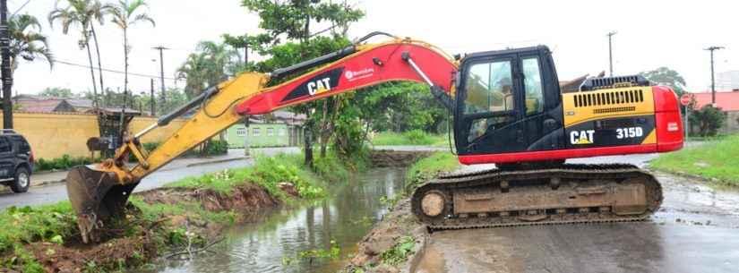 Prefeitura realização intervenção arborística para construção de canal de drenagem na região do Britânia/Santamarina