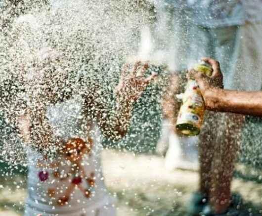Fiscalização do Comércio combate venda de spray de espuma no Carnaval de Caraguatatuba