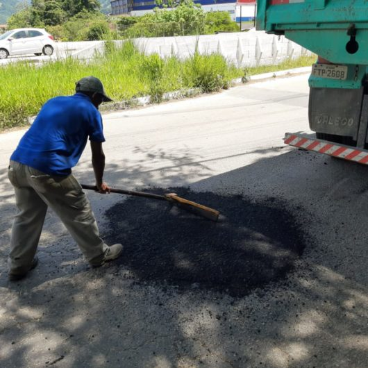 Prefeitura realiza Operação Tapa-Buracos em diversos bairros