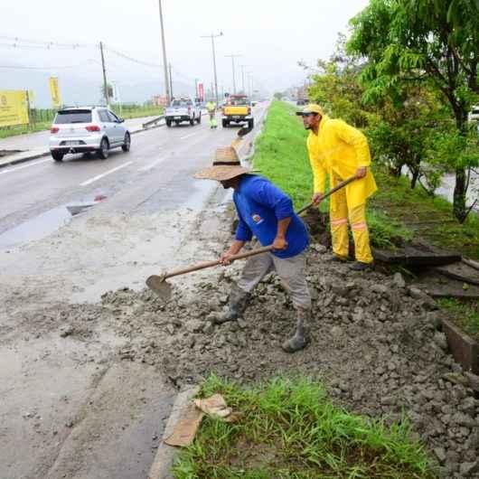 Prefeitura realiza manutenção na Rodovia SP-55