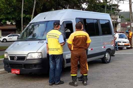 Na luta contra o Covid-19, Prefeitura suspende licenças para entrada de vans e ônibus de turismo em Caraguatatuba