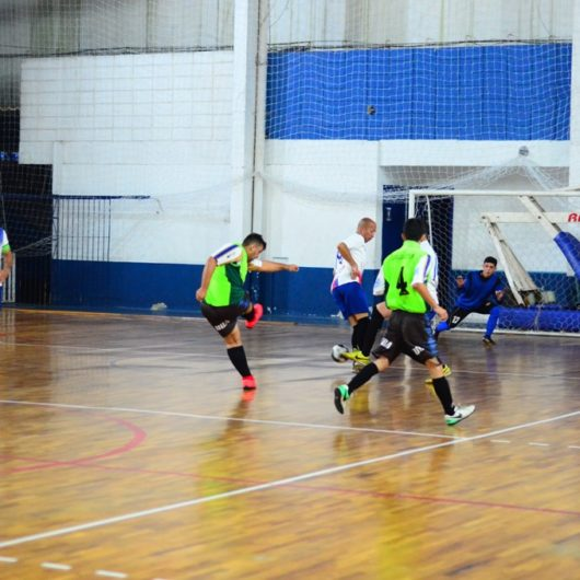 Times se classificam para as oitavas de final do Torneio de Futsal de Aniversário