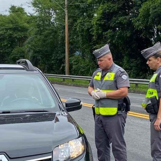 Polícia Rodoviária já cumpre determinação de fechamento da Tamoios e orienta motoristas