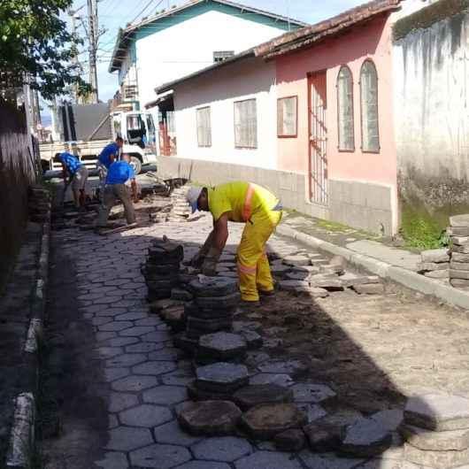 Pavimento em bloquetes é alternativa sustentável para serviço de drenagem em Caraguatatuba