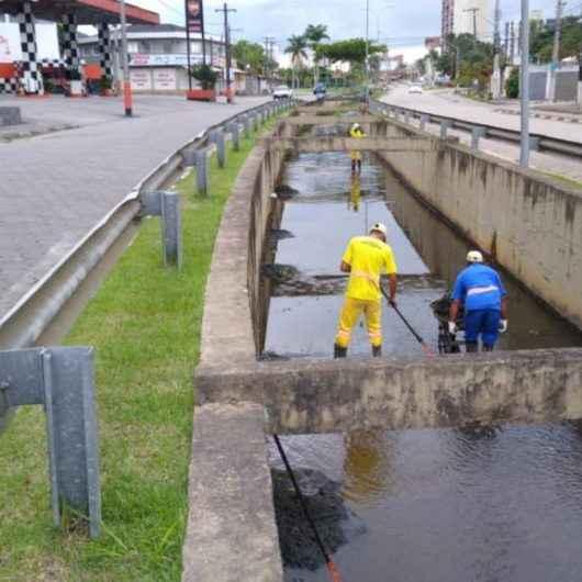 Prefeitura limpa galerias na Martim de Sá e Prainha e realiza serviços de manutenção em outros bairros