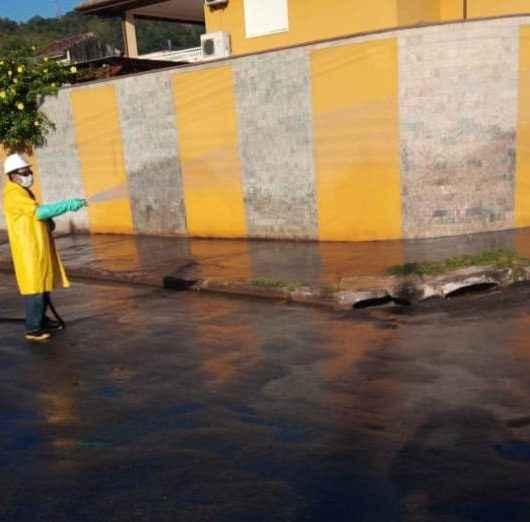 Covid-19: Prefeitura higieniza ruas do bairro Jaraguazinho