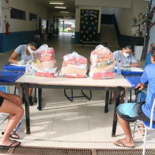 Prefeitura de Caraguatatuba distribui mais de 2,8 mil kits de alimentação escolar