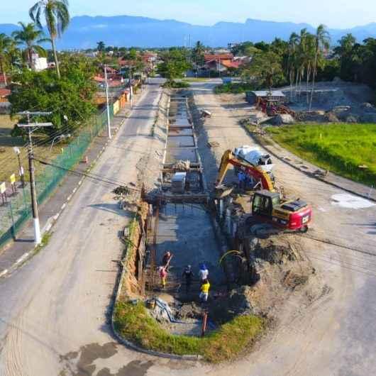 Prefeitura continua construção de canal extravasor na região do Santamarina