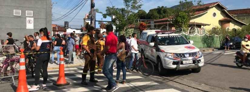 Defesa Civil de Caraguatatuba apoia controle de acesso à Caixa Econômica Federal