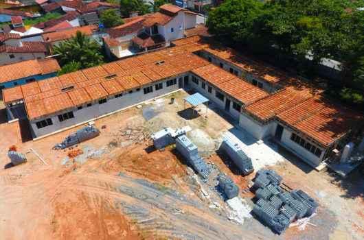 Após decreto estadual de permissão, Prefeitura retoma obras públicas no Balneário Golfinhos