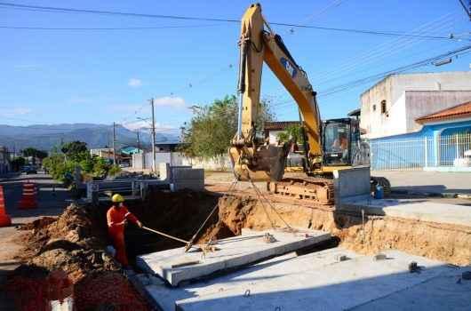 Prefeitura continua com obras contra alagamentos na Avenida Brasília