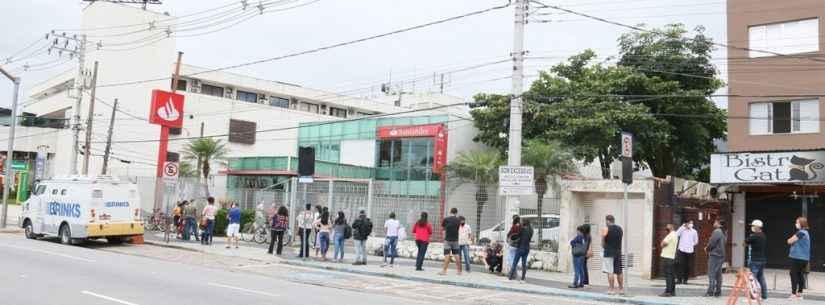 Prefeitura de Caraguatatuba autua Santander e Banco do Brasil por aglomeração em filas