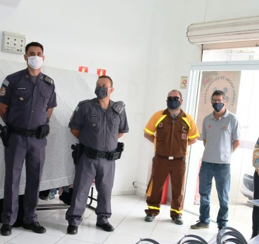 "Fundo Social de Caraguatatuba entrega 300 máscaras ""face shield"" para profissionais da linha de frente no combate à pandemia"