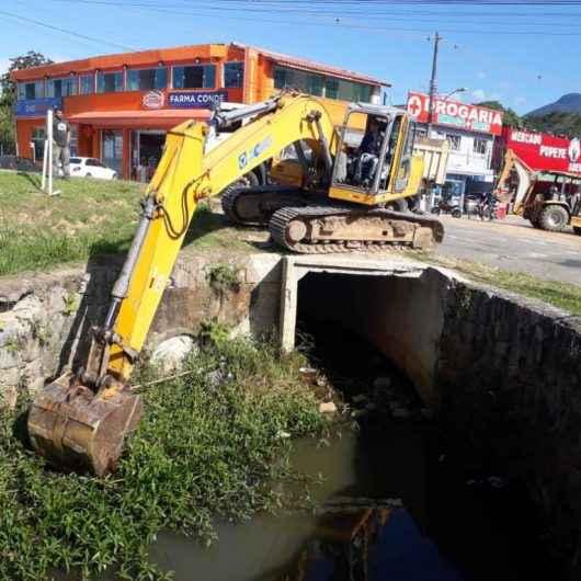 Prefeitura realiza serviços de limpeza e desassoreamento dos Rios Gracuí e Capricórnio
