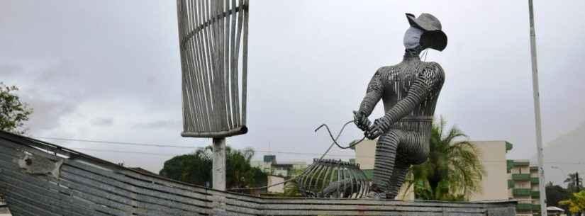 Fundacc instala máscaras em monumentos para incentivar população na prevenção contra Covid-19