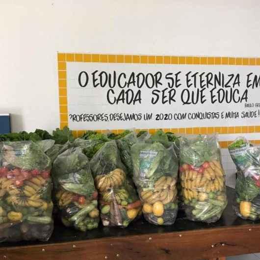 Prefeitura de Caraguatatuba inicia entrega de kits de hortifruti a alunos carentes